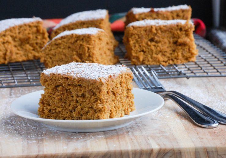 pumpkin spice cake icing sugar
